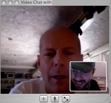 Bruce Willis: iChat user, forum troll