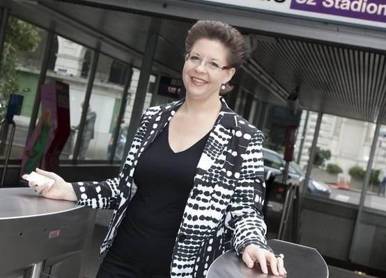 ÖVP Wien Landesparteiobfrau StS Christine Marek mit 'Sicherheits'schleuse